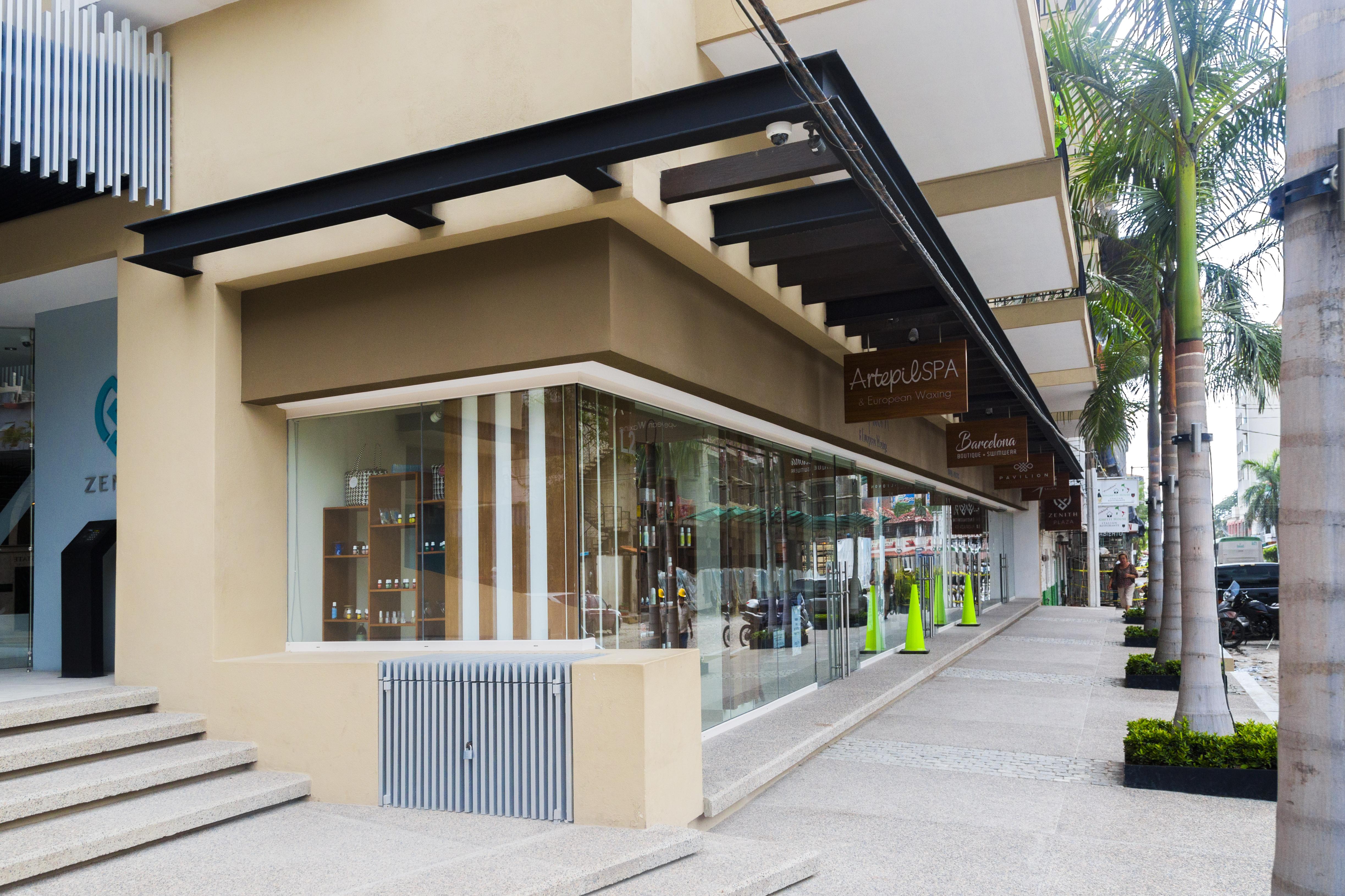 Premises in Shopping Centers vs Condominium Commercial Spaces