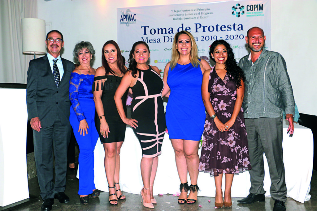 """A few weeks ago, the swearing in ceremony was held for the new board of directors of the Asociación de Profesionales Inmobiliarios de Vallarta (APIVAC) (Vallarta Association of Real Estate Professionals), which will govern the organization during the 2019-2020 period. The event took place in Café des Artistes restaurant's Private Room and was attended by local real estate industry professionals. The new president is Leticia Araiza, who will now occupy the position left by Alfredo Casillas, APIVAC president during the 2017-2018 and 2018-2019 cycles. APIVAC's main objective is to train all its members in the professionalization of their activity and generate business among the associates. All of its guidelines are governed by the Ley Inmobiliaria del Estado de Jalisco (Real Estate Law of the State of Jalisco), together with the other associations in this sector, not only here, but throughout the country. During the event it was mentioned that APIVAC will present an initiative to the state Congress to promote regulation of real estate activity through professionalization, so that all those involved have the capacity and knowledge necessary to provide excellent service. Quote: """"I appreciate the support of all the members of APIVAC for the trust they place in me. Currently, there is a vibrant real estate market that has been increasing in recent years in a healthy and consistent manner. Real estate agents must be prepared for this promising future."""" —Leticia Araiza, president of APIVAC 2019-2020, Vallarta Real Estate Gudie"""